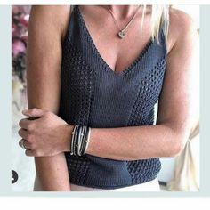 252 Likes, 29 Comments - 𝕜𝕟𝕚𝕥𝕨𝕖𝕒𝕣 Sweater Knitting Patterns, Knitting Stitches, Knit Patterns, Hand Knitting, Crochet Blouse, Knit Crochet, Summer Knitting, Knit Fashion, Crochet Crafts