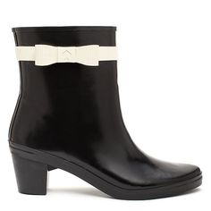 Now these are the kind of rain boots every stylish girl needs.