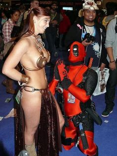 Cosplay - Deadpool begs Slave Leia for some lovin