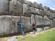 If ancient mankind had access to advanced technology thousands of years ago, wouldn't we find traces of such technology today? The structures at Sacsayhuaman, Ollantaytambo, Puma Punku and many oth… Ancient Mysteries, Ancient Ruins, Ancient Artifacts, Ancient History, Inca Architecture, Architecture Antique, Puma Punku, Inka, Stone Masonry