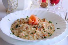 Il risotto cremoso con salmone affumicato e stracchino è un primo piatto a base di pesce, ideale per i giorni di festa. Ecco la ricetta