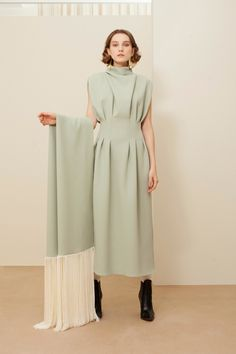 Mansour Fall 2019 Ready-to-Wear Fashion Show The complete Sandra Mansour Fall 2019 Ready-to-Wear fashion show now on Vogue Runway.The complete Sandra Mansour Fall 2019 Ready-to-Wear fashion show now on Vogue Runway. Fashion Details, Look Fashion, High Fashion, Fashion Beauty, Womens Fashion, Fall Fashion, Vogue Fashion, Fashion Fashion, Korean Fashion