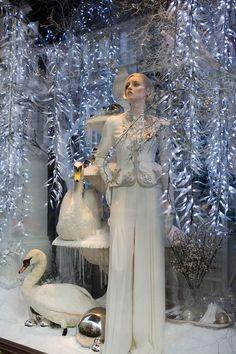 Christmas windows in London Christmas Windows, Christmas Store, Noel Christmas, Visual Merchandising Displays, Visual Display, Retail Windows, Store Windows, Winter Window Display, Boutiques