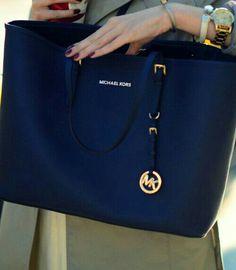 ShaguftaHussein http://feedproxy.google.com/fashiongobags1