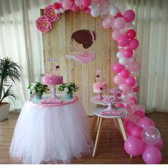 La imagen puede contener: 1 persona Ballerina Party Decorations, Ballerina Birthday Parties, Birthday Balloon Decorations, Baby Shower Decorations, Ballerina Centerpiece, Candle Holders Wedding, Gold Party, Party Centerpieces, Balloons