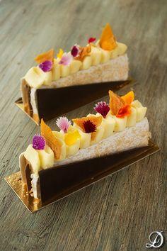 Caramel,Meringue and Mango Cream Dessert Gourmet Desserts, Fancy Desserts, Just Desserts, Delicious Desserts, Dessert Recipes, Yummy Food, Plated Desserts, Mini Cakes, Cupcake Cakes