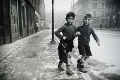 The Gorbals area of Glasgow, photographed for Picture Post in The photographer Bert Hardy would have celebrated his birthday this year Photograph: Bert Hardy/Getty Images Gorbals Glasgow, The Gorbals, Iconic Photos, Old Photos, Vintage Photos, Robert Doisneau, Vintage Photography, Street Photography, Leica Photography