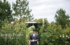 The groom had a note from his bride that was delivered just before the ceremony. Priceless. Jesse La Plante Photography #StonebrookWedding #Love