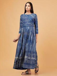 Shop Beautiful Dresses in different styles varying from Maxis to Shirt Dress & many more with the most attractive prints & colors. Simple Kurti Designs, Kurta Designs Women, Blouse Designs, Stylish Dresses For Girls, Casual Dresses, Fashion Dresses, Western Dresses, Indian Dresses, Western Wear