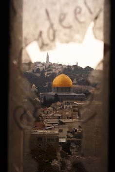 Looking at Qubah Al Sakhra through a shattered window. Al Quds, Palestine Islamic Images, Islamic Pictures, Islamic Art, Muslim Pictures, Mecca Wallpaper, Islamic Wallpaper, Palestine Art, Mosque Architecture, Dome Of The Rock