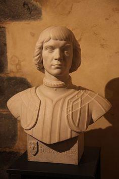 Hervé de Portzmoguer, natif de Plouarzel, corsaire d'Anne de Bretagne, il est connu en France sous le nom de Primauguet. Il dirigea La Cordelière, dernier vaisseau de guerre armé au nom de la dernière Duchesse de Bretagne. Il périt à son bord lors d'une bataille navale qui se déroula dans la rade de Brest non loin de son lieu de naissance.