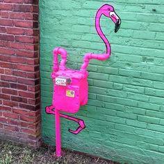 The Chic Technique: Creative Pink Flamingo House Meter by Tom Bob Flamingo Art, Pink Flamingos, Flamingo Garden, Tout Rose, Street Art Graffiti, Public Art, Urban Art, Garden Art, Artsy Fartsy