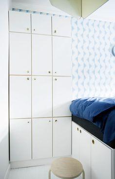Opbevaring: Mindre skabe med låger - kubikkasser i 32 cm's dybde fra Trævarefabrikernes Udsalg - Før & efter: Pigekammerets forvandling - Boligliv