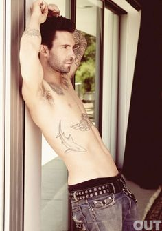 Maroon 5 Lead Singer and The Voice Star Adam Levine Is All Sexy Shirtless For The September Issue Of Out Magazine! Maroon 5, Look At You, How To Look Better, Just For You, Tatuagens Do Adam Levine, Adam Noah Levine, Pretty People, Beautiful People, Amazing People