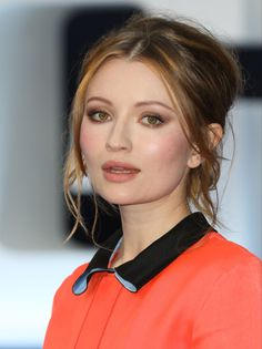 Emily Browning at the 2015 London premiere of 'Legend'. http://beautyeditor.ca/2015/09/08/best-beauty-looks-kate-bosworth