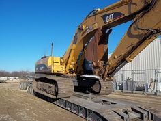 Caterpillar 330CL on a 2 axle RGN with a 2 axle stinger, really should have the wings out and the xtra lumber under the tracks. ☝️