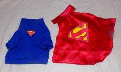 Fantasia de Superman para seu super cão ou super gato! <br>Camisa em malha radiosa(super confortável e elástica), e capa em cetim com símbolo em pintura. <br>Ao comprar, INFORME que tamanho deseja! <br>Tamanhos & Valores: <br>XXP: R$ 25,00 <br>XP: R$ 33,00 <br>P: R$ 37,00 <br>M: R$ 43,00 <br>G: R$ 49,00 <br>XG: R$ 57,00 <br>XXG: R$ 65,00