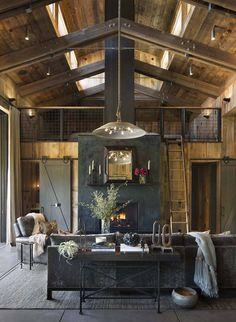Une chaleureuse maison en bois dans la Napa Valley A warm wooden house in the Napa Valley – PLANET DECO a homes world Napa Valley, Modern Rustic, Modern Farmhouse, Farmhouse Style, Fresh Farmhouse, Farmhouse Interior, Rustic Industrial, Modern Interior, Industrial Living