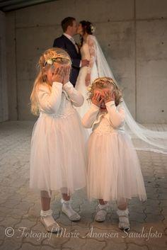 The kiss The Kiss, Girls Dresses, Flower Girl Dresses, Wedding Dresses, Pictures, Fashion, Photos, Moda, Dresses For Girls