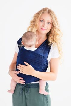 We love how close and natural it feels to babywear when you've got The Wrap by @sollybaby! #PNapproved