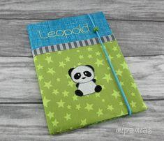 Ein kleiner Pandabär sollte auf die U-Heft-Hülle des kleinen Leopolds gestickt werden... das war gar nicht so einfach, ihn zu finden. Ab...
