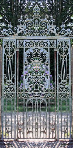 Ornate gate ..rh more health – more wealth – more life mit www.gesundheits-konzepte.com