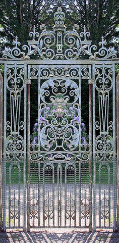 Ornate gate ..rh more health – more wealth – more life mit www.gesundheits-konzepte.com