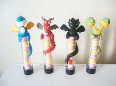 Valor de CADA tubete. <br>Tubete com os dragões mais fofos e meigos agarradinhos! <br>O tubete é SEM RECHEIO <br> <br>Indique a quantidade de cada personagem ao fazer seu pedido!