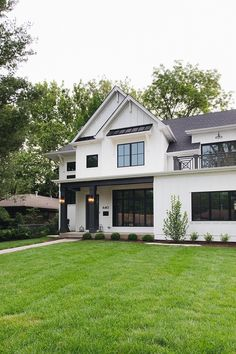 979 best home exterior paint color images on pinterest in 2018 rh pinterest com  best exterior paint colors to sell a home