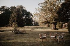 Un mariage au Château de Monbet dans les Landes - la mariee aux pieds nus Outdoor Furniture, Outdoor Decor, Marie, Bench, Chair, Home Decor, Barefoot, Photography, Decoration Home