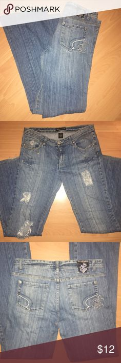 Rocawear jeans Chains with pearls hanging from pockets, ripped up on legs. Very cute jeans! Rocawear Jeans
