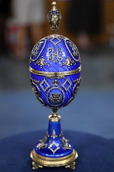Faberge wanna be! Fabrege Eggs, Tsar Nicolas, Faberge Jewelry, Egg Art, Objet D'art, Russian Art, Egg Decorating, Easter Eggs, Calla Lilies
