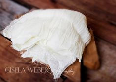 This listing is for 1 OFF WHITE Cheesecloth Newborn Wraps. Use 3FT x 3Ft for the 1st image Use 6FT x 3Ft for the 2nd image  My cheesecloth is a ✓