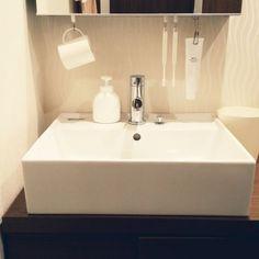 센스있는 생활속 아이디어 (자료) : 네이버 블로그 Bathroom Toilets, Laundry In Bathroom, Bathroom Organization, Bathroom Storage, Room Arrangement Ideas, Dorm Room Designs, Rv Makeover, D House, Japanese Interior