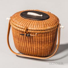 Nantucket Baskets, Nantucket Island, Purses For Sale, Purses And Bags, Red Basket, Art Furniture, Thrifting, Picnic, Auction