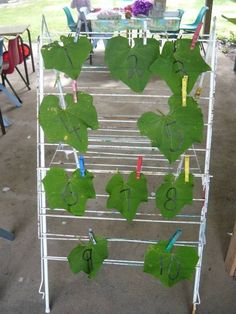 Fence ideas: Counting leaves - take math outside Maths Eyfs, Eyfs Classroom, Outdoor Classroom, Numeracy, Classroom Layout, Classroom Ideas, Outside Activities, Nature Activities, Autumn Activities