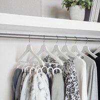 いつでもスッキリ、もう散らからない♪ 洋服の収納術&クローゼット優秀アイテム
