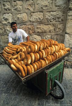 Sesame bread vendor, Jerusalem, Israel, by Hanan Isachar - Delicious! Comida Israeli, Israeli Food, Visit Israel, Israel Palestine, Israel Travel, Our Daily Bread, Middle Eastern Recipes, Holy Land, Farmers Market