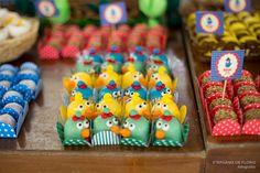 Festa da Galinha Pintadinha Inspiração, idéias, Bolo, cupcake, brigadeiros, doces, docinhos, farm theme party www.stephaniadeflorio.com.br Stephânia de Flório fotografia, em Praia Grande/SP