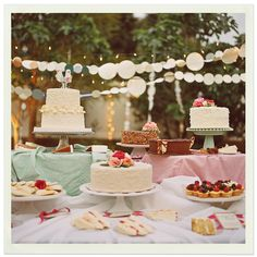 Best wedding cake table ever - nice faded nostalgic colors, and I love the garlands! That would make a nice display outdoors (if only we could keep the mosquitoes at bay…)