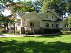 Craftsman House - Bungalow, Columbus, OH by cityflickr, via Flickr Craftsman Style Bungalow, Craftsman Cottage, Bungalow Exterior, Craftsman Exterior, Bungalow Homes, Bungalow House Plans, Craftsman Bungalows, Craftsman House Plans, Interior Exterior