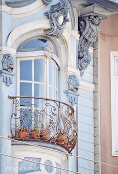 gorgeous parisian balcony: