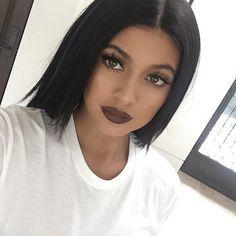 Khloé Kardashian confirme que Kylie Jenner a eu recours à la chirurgie   HollywoodPQ.com