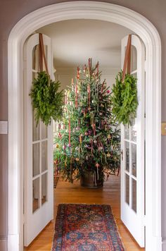 Home Tour // A Historic Colonial Revival in Delaware full of Charm and the Best Thrifted Finds — The Grit and Polish tour the charming historic home of Leigh and Ben Muldrow Delaware, Colonial, Country Home Magazine, Old Mansions, Unusual Homes, Old Farm Houses, Christmas Home, Christmas Trees, Christmas Decor