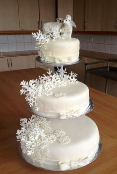 Winter greenland weddingcake with polarbear bride and groom and lots of handmade snowflakes.