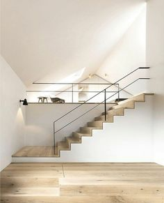 Fancy stair railing designs for the interior staircase - Treppe - Chair Design Stair Railing Design, Staircase Railings, Wooden Staircases, Wooden Stairs, Railing Ideas, Interior Staircase, Modern Staircase, Interior Architecture, Interior Railings