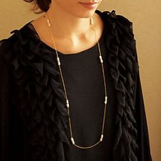 Long necklace of freshwater pearls     10,800yen