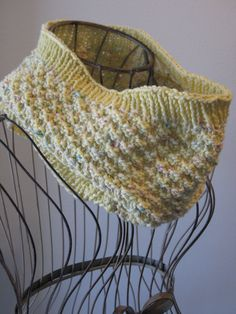 Free+Knitting+Pattern+-+Cowls+and+Neck+Warmers:+Mellow+Yellow+Cowl
