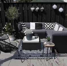 Patio Style– Expanding Your Residence Outdoors – Outdoor Patio Decor Outdoor Rooms, Outdoor Living, Outdoor Furniture Sets, Outdoor Decor, Rattan Garden Furniture, Resin Patio Furniture, Budget Patio, Balkon Design, Outdoor Carpet