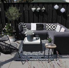 Patio Style– Expanding Your Residence Outdoors – Outdoor Patio Decor Outdoor Rooms, Outdoor Living, Outdoor Furniture Sets, Outdoor Decor, Rattan Garden Furniture, Balkon Design, Budget Patio, Outdoor Carpet, Pergola Designs